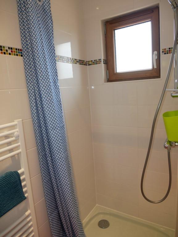 Salle d'eau associée à la chambre Bariolée