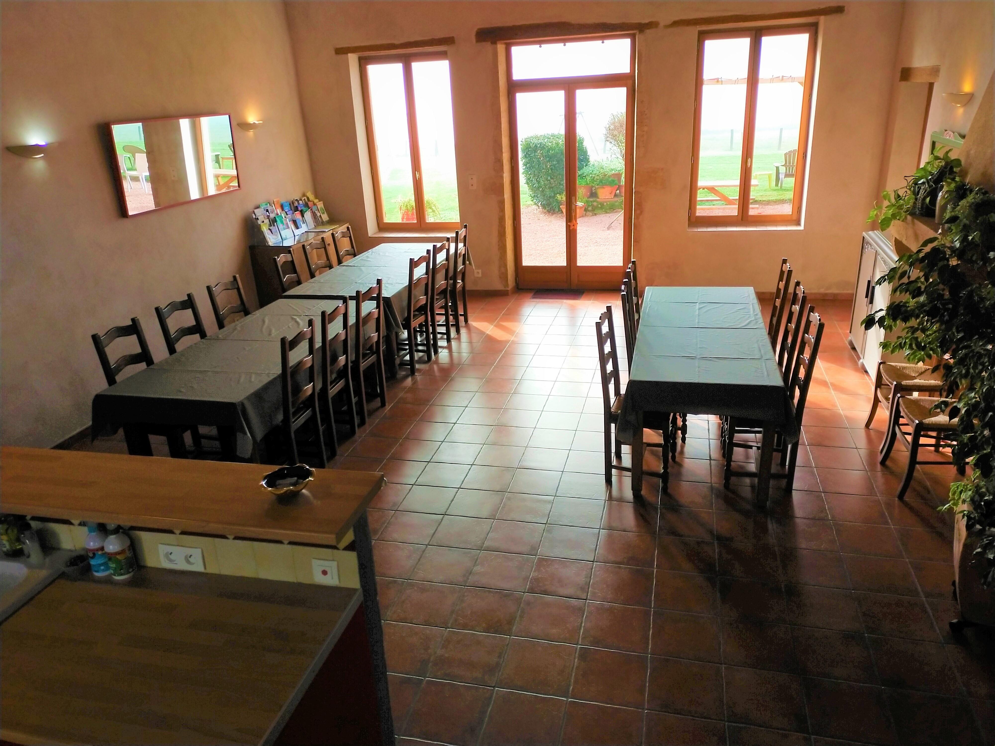 Salle à manger spacieuse = lieu de convivialité